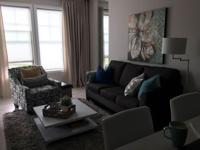 Cochrane Fresh and Bright Condo - Cochrane - Apartment
