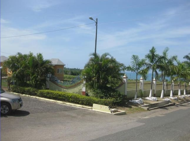 3 Bedroom Villa Across from Beach - Bluefields - Casa