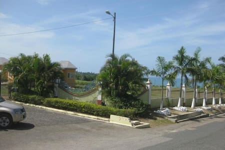 3 Bedroom Villa Across from Beach - Casa