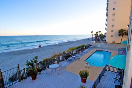 Oceanfront First Floor 2BR w/Elevator, Don't Like Heights?  This One is For You! - Garden City - Kondominium
