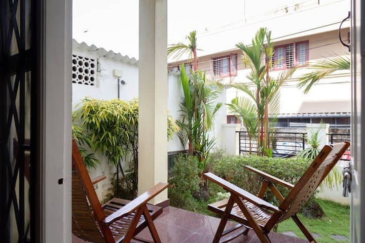 SkyWings Fort Kochi Room No.1 With balcony garden