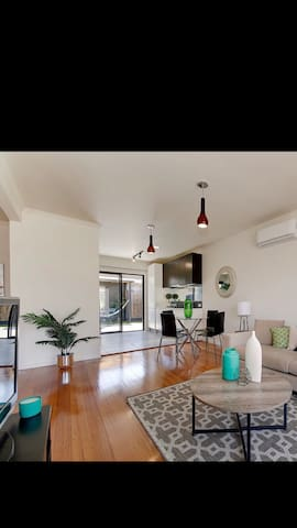 Charming & Private Townhouse Near Werribee Station