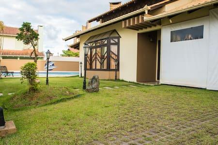 Maravilhosa e  aconchegante casa para Veranear!