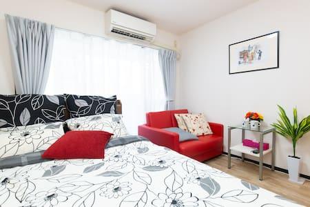 Lovely,cozy/ large space/ manyshops/st. near/ wifi
