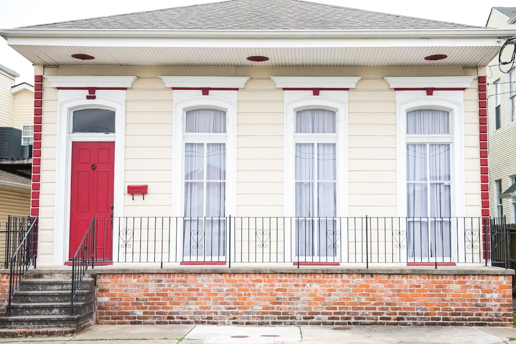 3 Bedroom Gem Steps To St Charles Streetcar Line Houses For Rent In New Orleans Louisiana