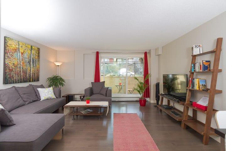Clean central modern apartment