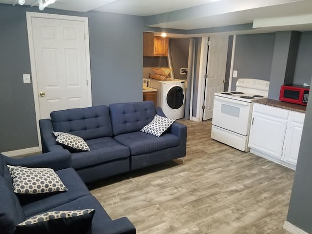 Basement Apartment: Students & professionals