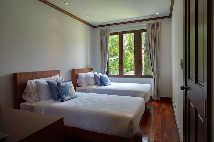 Garden suite bedroom 5