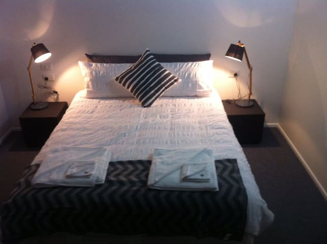 Beachside Bed & Breakfast - East Mackay - Bed & Breakfast