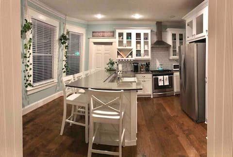 3 BR/2 BATH Lovely Home Close to Downtown Dallas