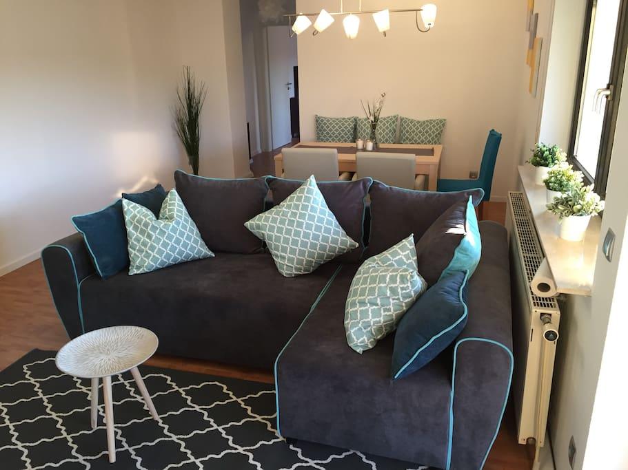 Couch kann in Schlafcouch umgewandelt werden
