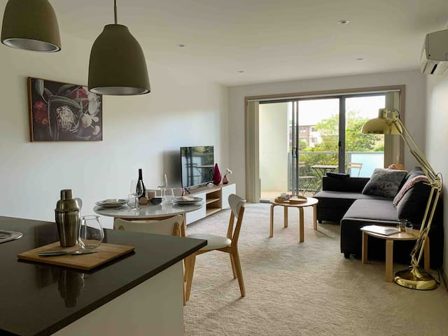 Modern & Centrally Located 1 Bedroom Apartment