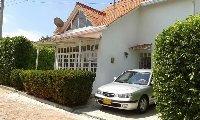 Casa tipo chalet en las afueras de Girardot - Girardot - Dağ Evi