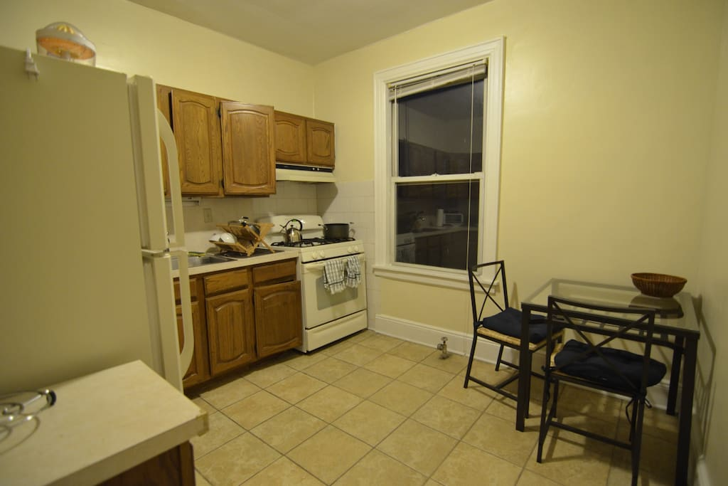 Bright spacious room in astoria flats for rent in for Aki kitchen cabinets astoria ny