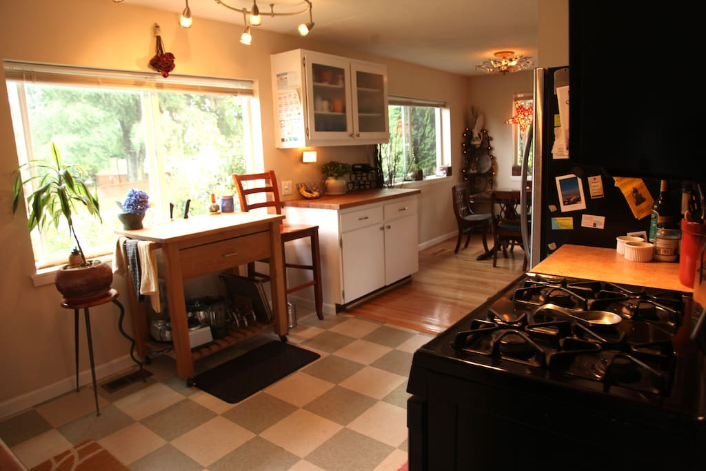 Bright, open Kitchen. Fully equipped.