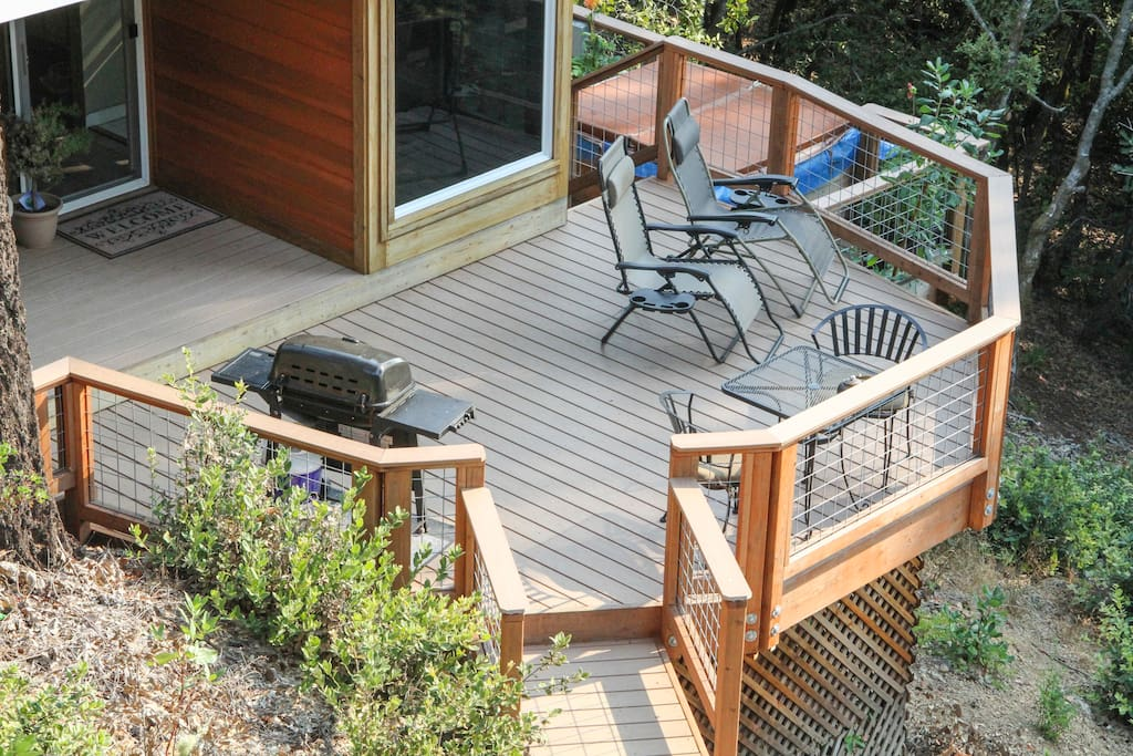 Lounge or dine on the large octagon deck with gas grill and portable gas patio heater