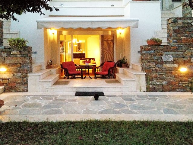 LOVELY APARTMENT IN A VILLA NEAR AIRPORT