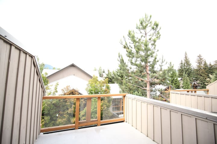 Captivating Townhouse in Whistler Village w/Deck