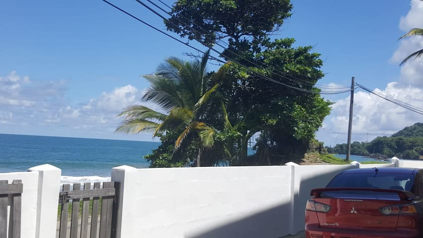 Datt House: Quiet, picturesque, beachfront home.