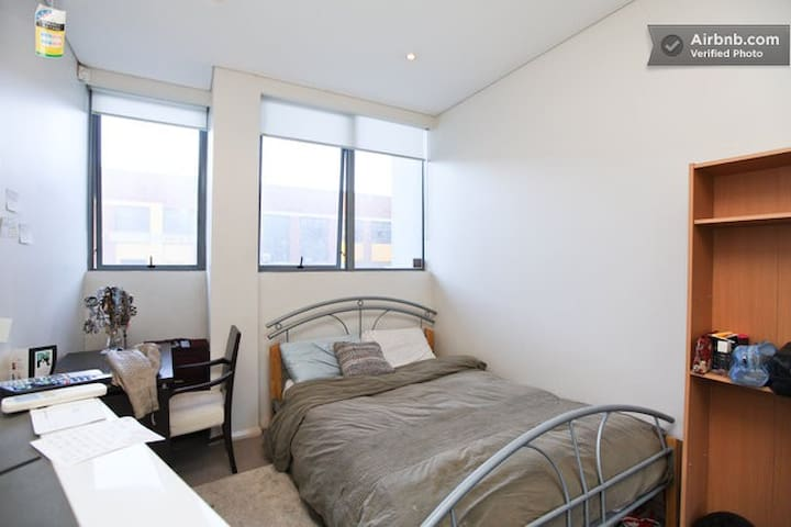 Modern room near CBD in Waterloo