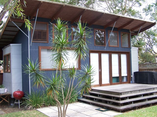 Self cont, private  studio near the beach. - Bateau Bay - Apartmen