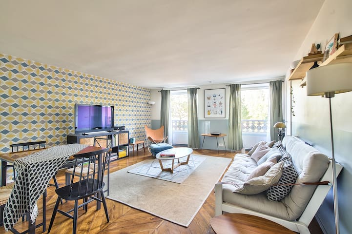 Unbelievable Flat By Notre Dame & The Seine