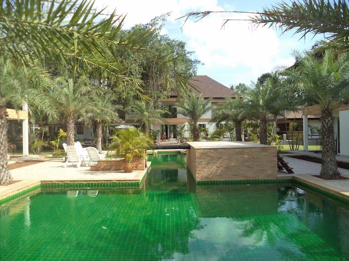 7 Bed Lux Pool Villa (BOOK 7 NIGHT+ FREE MINIBUS!)