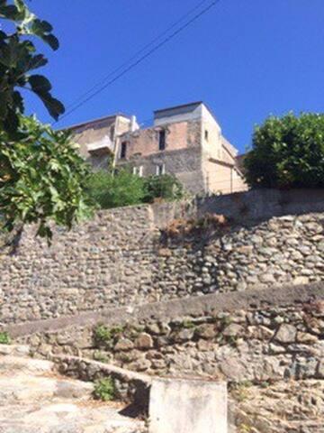 Le réveil des pierres - Pietralba - Haus