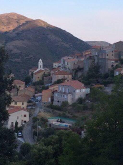 Vue d'ensemble du village de Pietralba