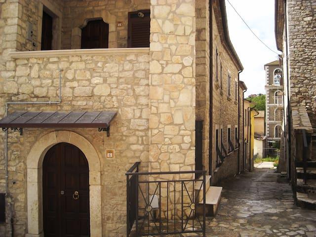App.to  Campolattaro centro storico - Campolattaro - Huis