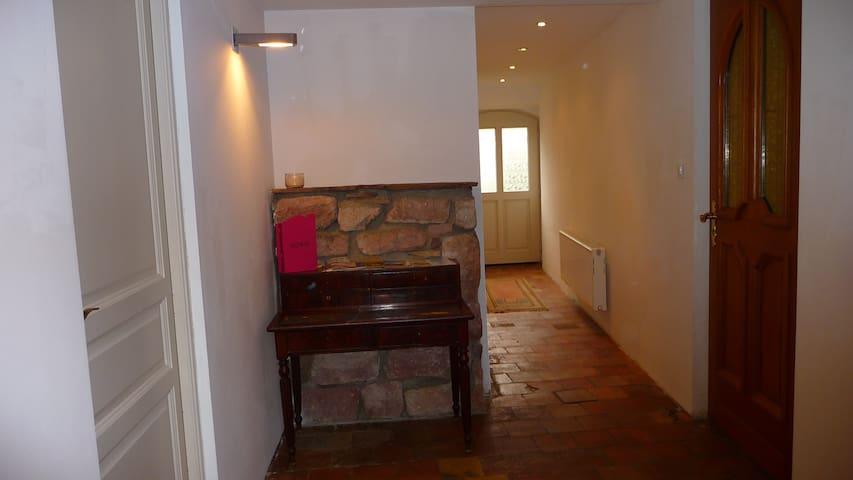 Couloir réservé aux hôtes