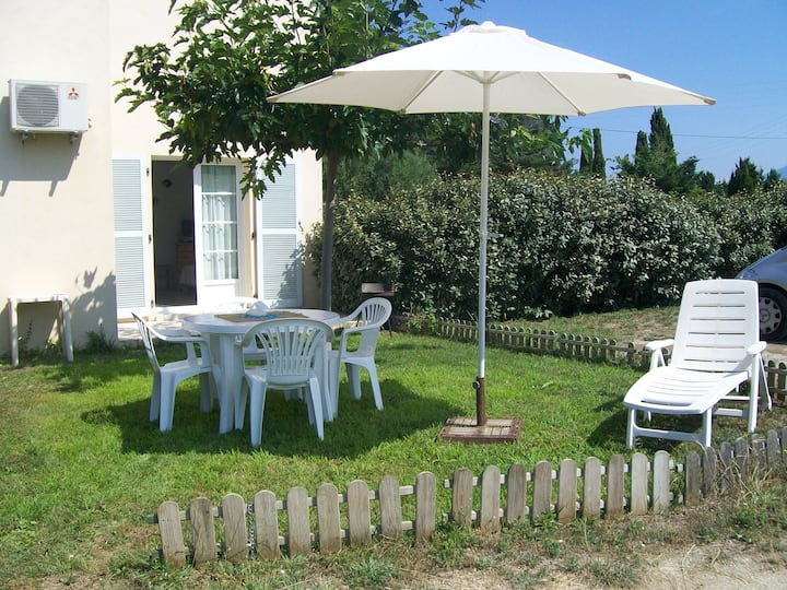Logement B /Locations Saint Florent : Chez Lilou