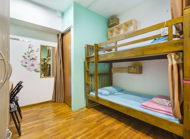 Quality  4 bed Female only share room at Bugis
