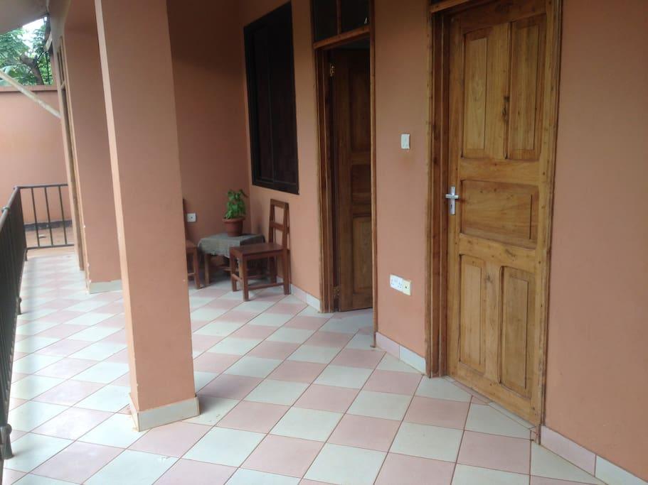 The detached guest house area/veranda