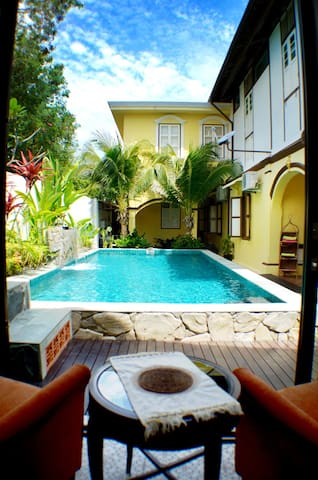 Casugria Dutch Heritage Villa - Pool Chalet 2 pax - Melaka - Bed & Breakfast