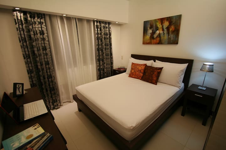 2BR w WiFi, Cable TV - RESORT Condo - Mandaluyong - Pis