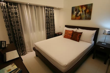 2BR w WiFi, Cable TV - RESORT Condo - Mandaluyong City
