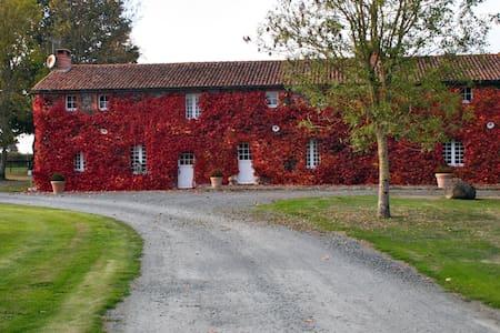 Grange proche du Puy du Fou - Mauléon - Rumah Tamu