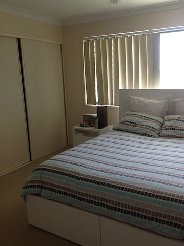 Room In Beautiful North Lakes - North Lakes - Casa