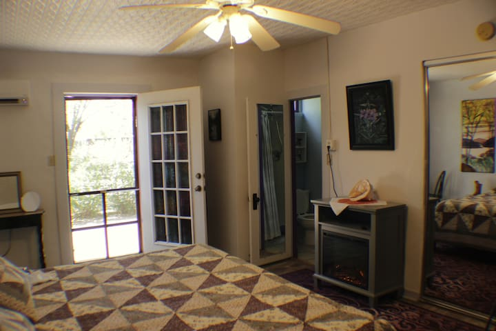 Bedroom with screen door allows you to leave the back garden door open to enjoy the fresh air and view of the back garden.  2 high-quality all-cotton hooded, pocketed robes will enhance your enjoyment of the cowboy soaking tub or just lounging around