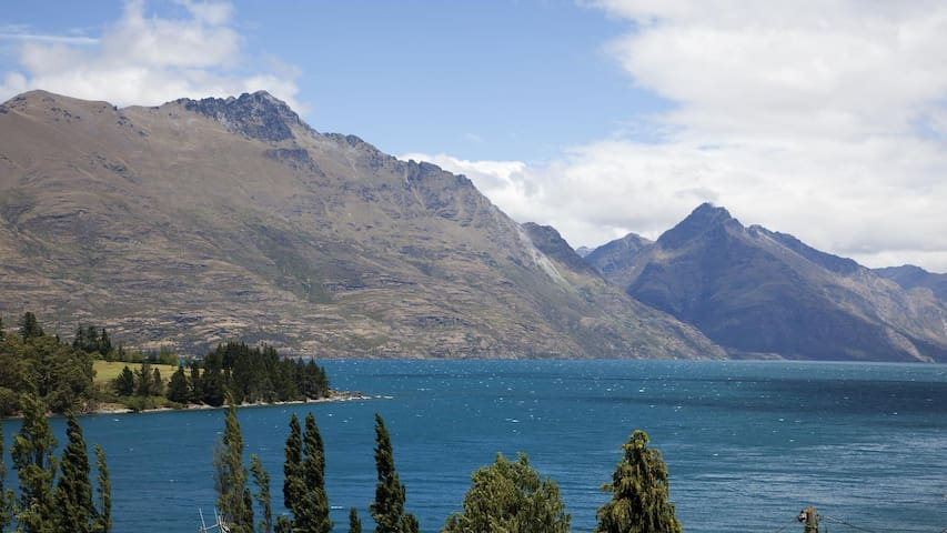 Luxury 2 Bedroom Apartment with Majestic Views, Queenstown Apartment 1010