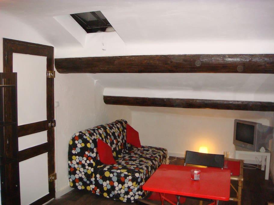 studio meubl marseille 13001 appartements louer marseille provence alpes c te d 39 azur france. Black Bedroom Furniture Sets. Home Design Ideas