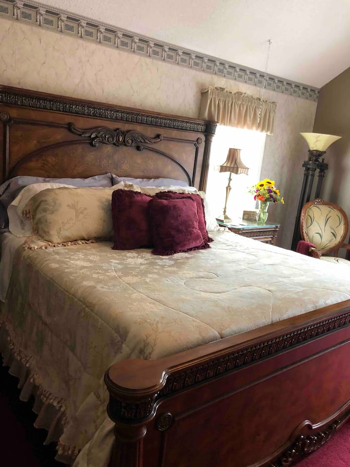 Egyptian room king size sleigh bed