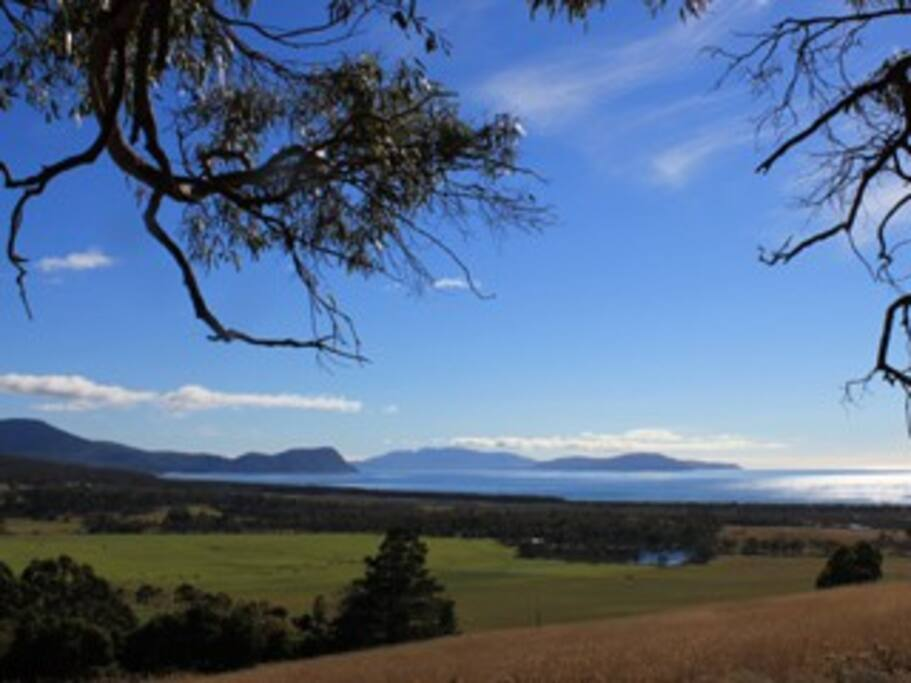 the view of marion bay out to Maria Island from Beachbreaks