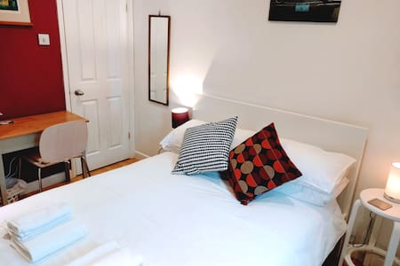 Quiet, private bed &bathroom in Summertown, Oxford