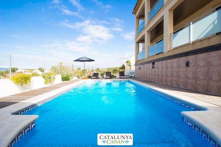 Mesmerizing villa in Calafell for 7 guests, only 9km from the beach! - Costa Dorada - Villa