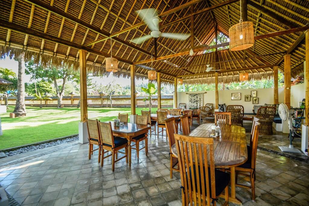 Batik Cafe serving Balinese and International Dishes.