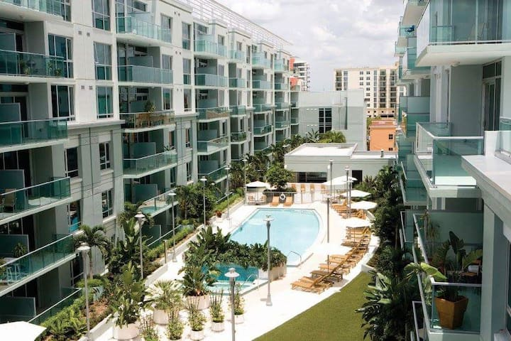 Channelside ~ Walk to fun! ~ Close to downtown!