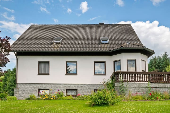 Garden-View Apartment in Erzgebirge near Forest