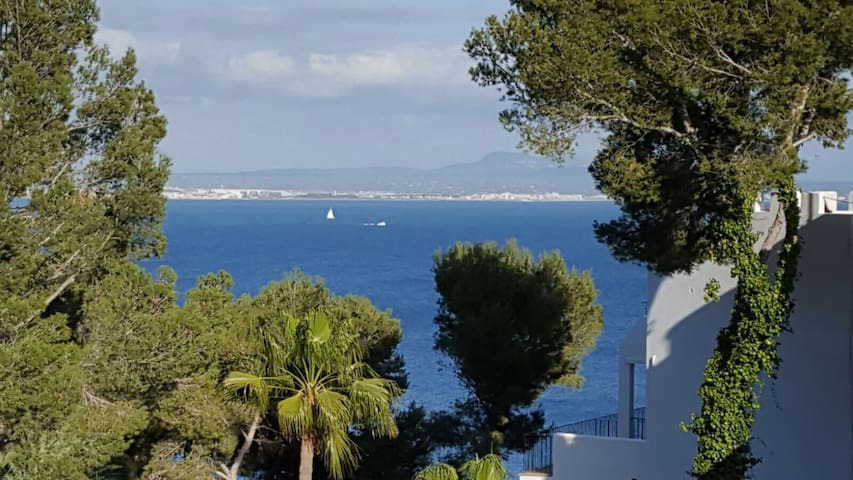 lovely flat with seaview & pool in Illetas near Palma